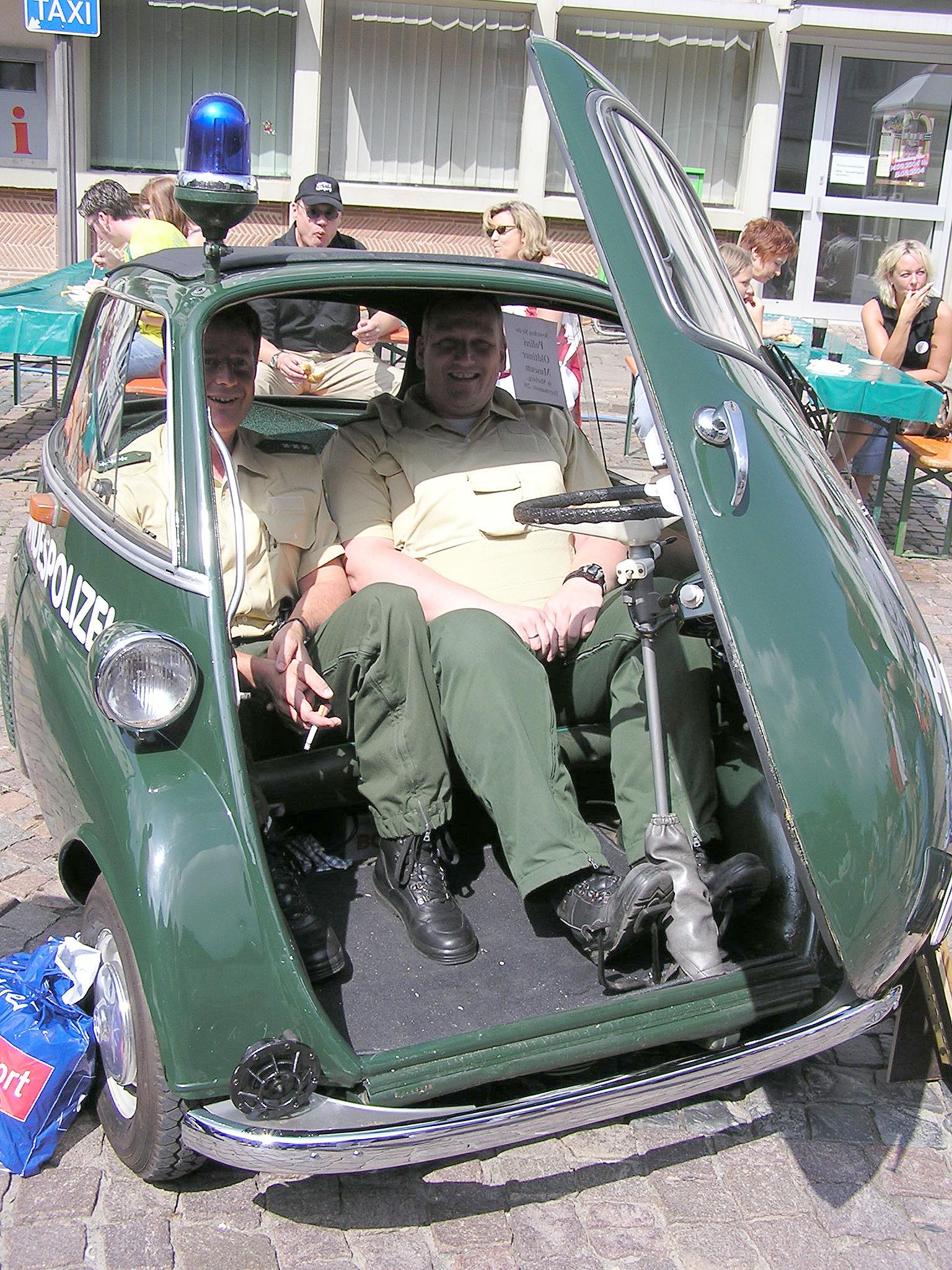 Polizisten_Isetta.JPG