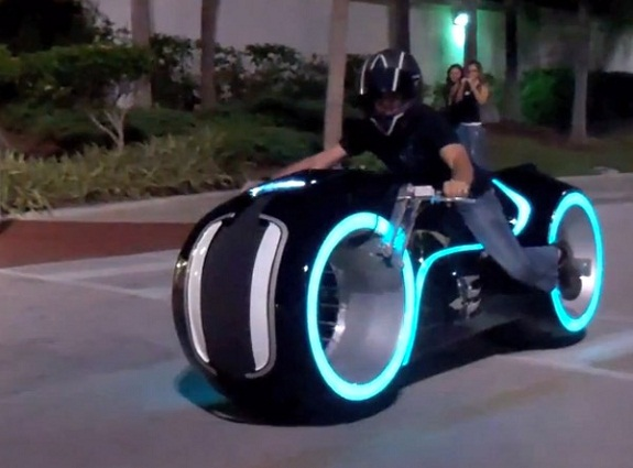tron_electric_lightcycle_parker_brothers.jpg